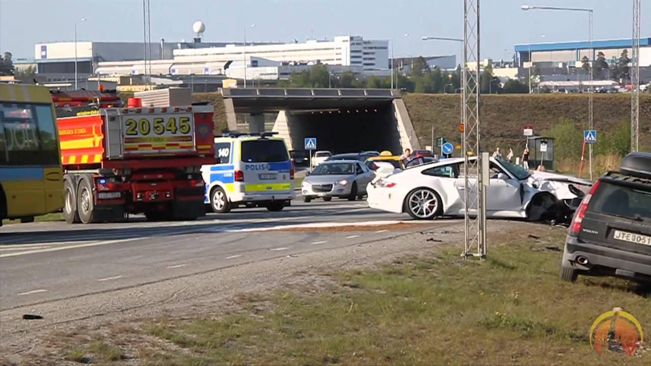 Allvarlig olycka mellan tag och bil