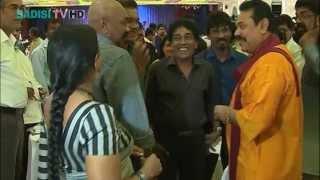 Bandu Samarasinghe jocking with President Mahinda Rajapakse at artists dinner බන්දුගේ ජෝක්