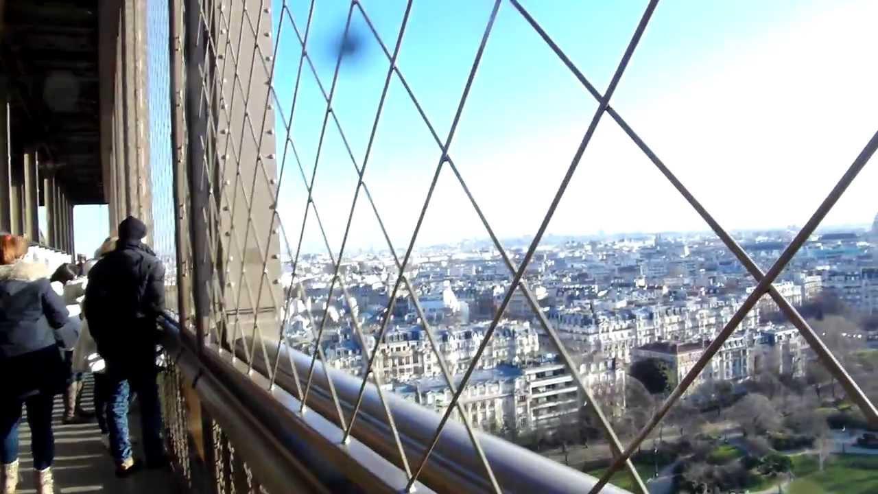 Op De Eerste Verdieping Op De Eiffeltoren Met Een Uitzicht