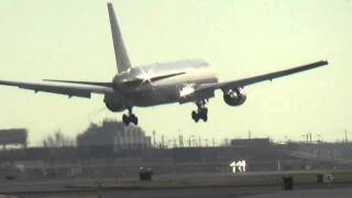 *FIRM LANDING* UNITED Boeing 767-322(Non-Wingleted) Arrival in Newark!