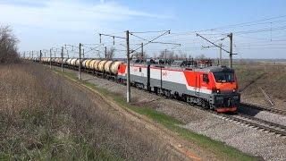 Электровоз 2ЭС5 005 с грузовым поездом
