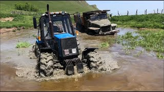 Трактор БЕЛАРУС  против УРАЛ в воде | Оффроуд 2020