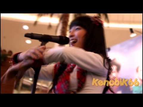 JKT48 - Heavy Rotation, (OIC @Emporium Pluit Mall) [Low angle ver.] [HD]