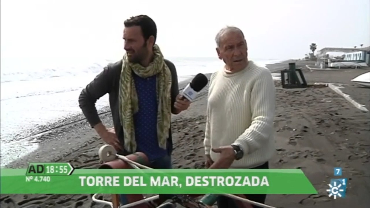 El temporal de torre del mar tambien en andalucia directo youtube for Cerrajero torre del mar