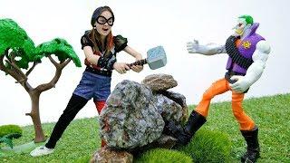 Волшебный шкаф - Барби и Харли Квин против Джокера