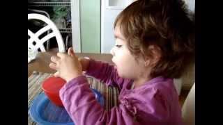 Como divertirse comiendo sano Huevo Cocido Nena 2 anios