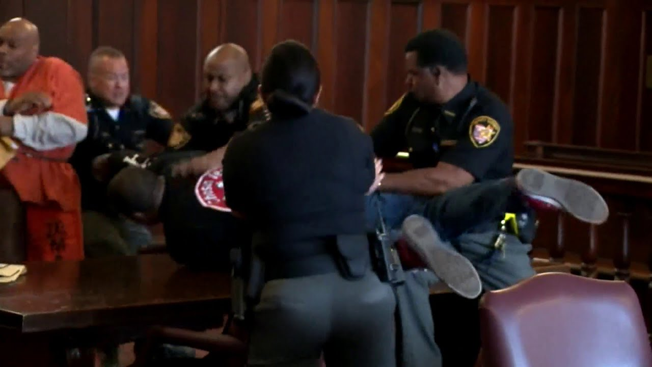 Ohio murder victim's sons attack killer in court