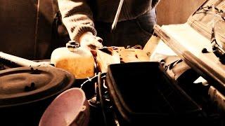 Как восстановить автомобильный аккумулятор своими руками(Как восстановить автомобильный аккумулятор? Да очень легко и просто. Следуйте видео инструкции и не слушай..., 2014-11-02T11:16:31.000Z)