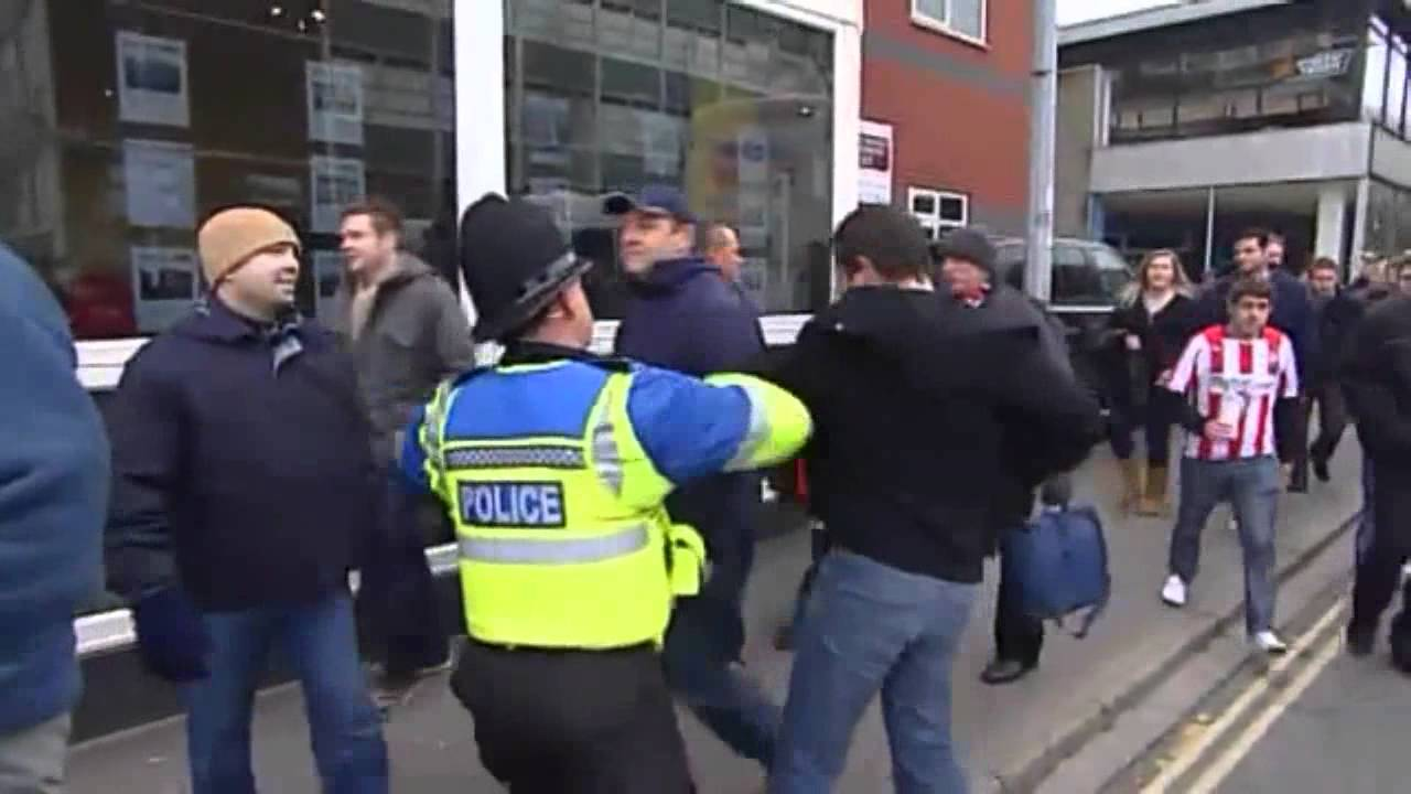 Southampton vs Pompey Hooligans - Trouble before & after ...