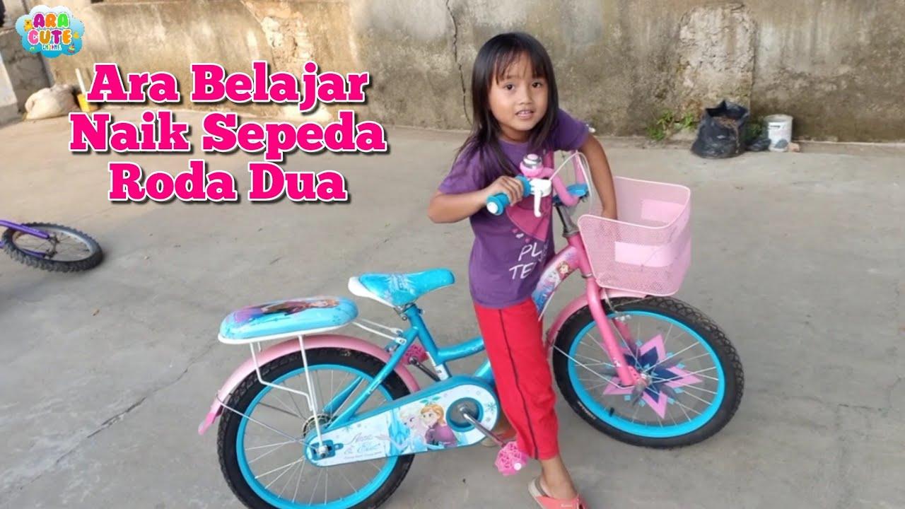 Lucunya Ara Nabrak Pohon🚴Ara Belajar Naik Sepeda Roda Dua