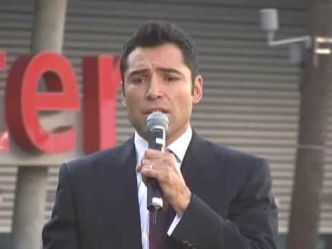 Oscar de la hoya singer