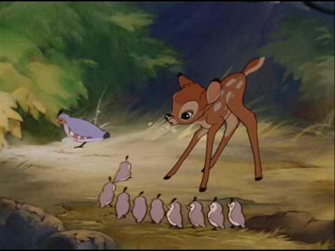 ある春の朝、森の王様の子供としてバンビが生まれた。バンビは仔兎のタンパー(とんすけ)やスカンクのフラワーと友人になり、また牝の仔鹿...