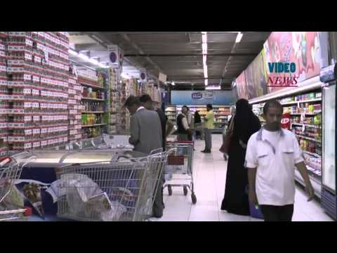 Yemeni people shopping to stock up food in Sanaa
