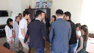Ученики армянской воскресной школы танцуют кочари