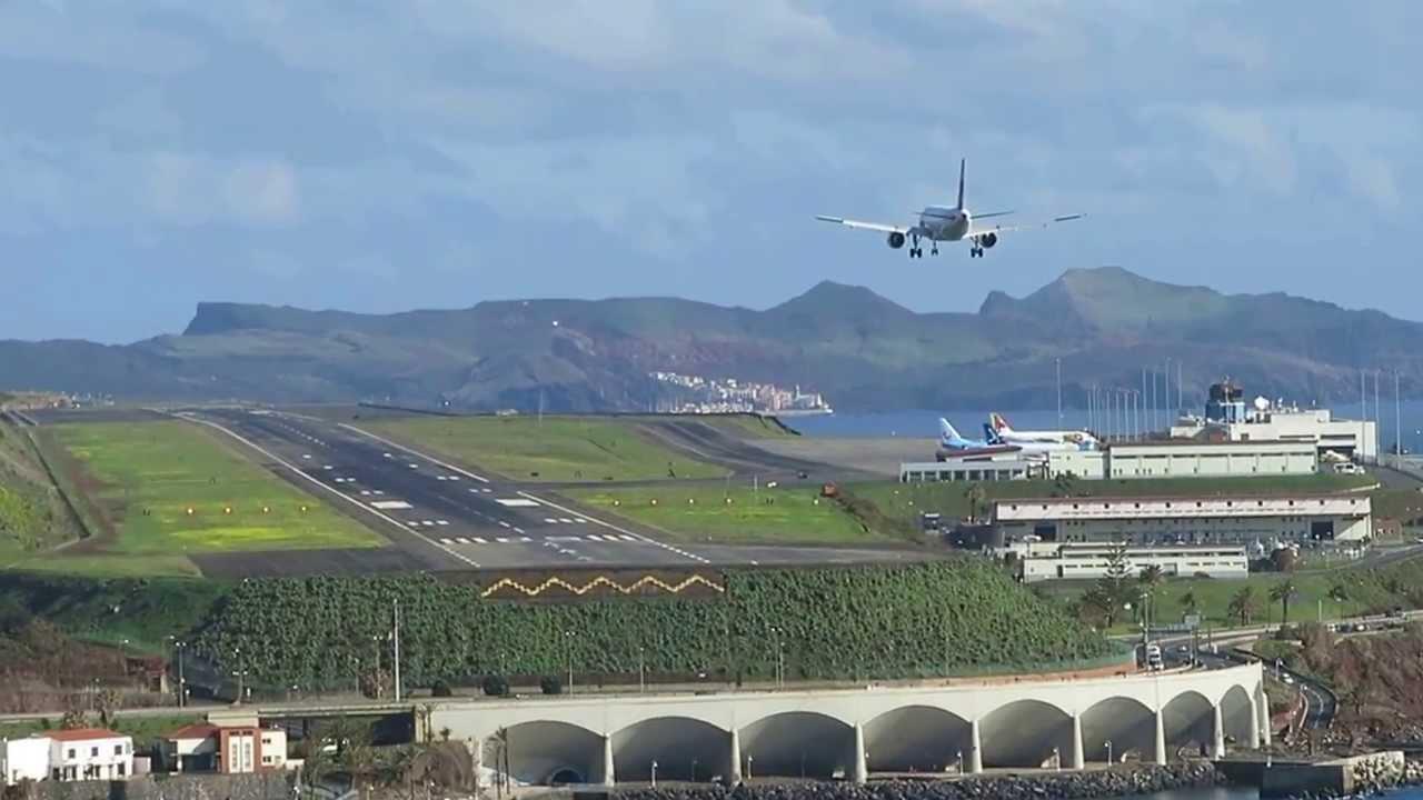 Aeroporto Madeira : Landing in funchal madeira aterragem no aeroporto da