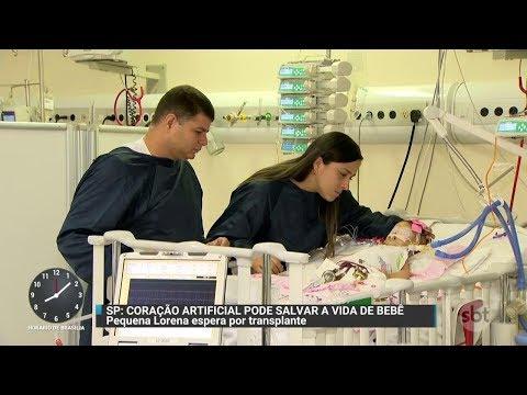 Bebê mais nova a usar um coração artificial luta por transplante | Primeiro Impacto (12/12/17)