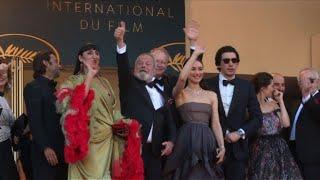 Cannes: Gilliam et ses acteurs sur le tapis rouge