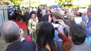 Video COVERED GRASS - The Waltons 40th Anniversary - Impressions From The Red Carpet download MP3, 3GP, MP4, WEBM, AVI, FLV November 2017
