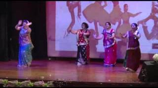 Amazingly these Ladies danced on Hulchul Hui Zara Shor hua from Aaja nachle.