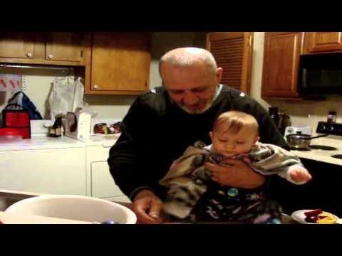 Baby is tasting borscht - Пробуем в первый раз борщ, почти 9 месяцев без регистрации и смс