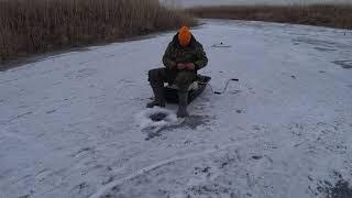 Бешеный Клёв с Одной Лунки Поймал Мешок Рыбы Ловля Краснопёрки Зимой Рыбалка на Жерлицы Ловля Щуки