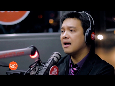 "Richard Reynoso Sings ""Paminsan Minsan"" LIVE On Wish 107.5 Bus"