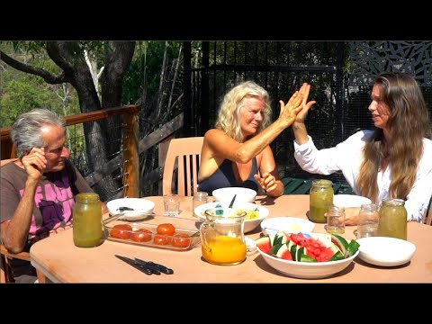 they gave her 6 months to live. freelee eats with 20 year raw vegans who ran around australia.