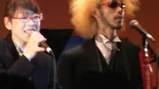 2004年8月24日「A DAY IN THE LIVE OF TOKYO」より。 土方隆行さん、小...