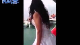 Noiva Quase Se Afoga Por Causa Do Próprio Vestido