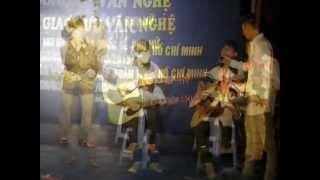 Clb guitar huyện Đan Phượng biểu diễn ở giao lưu văn nghệ xã Hạ Mỗ