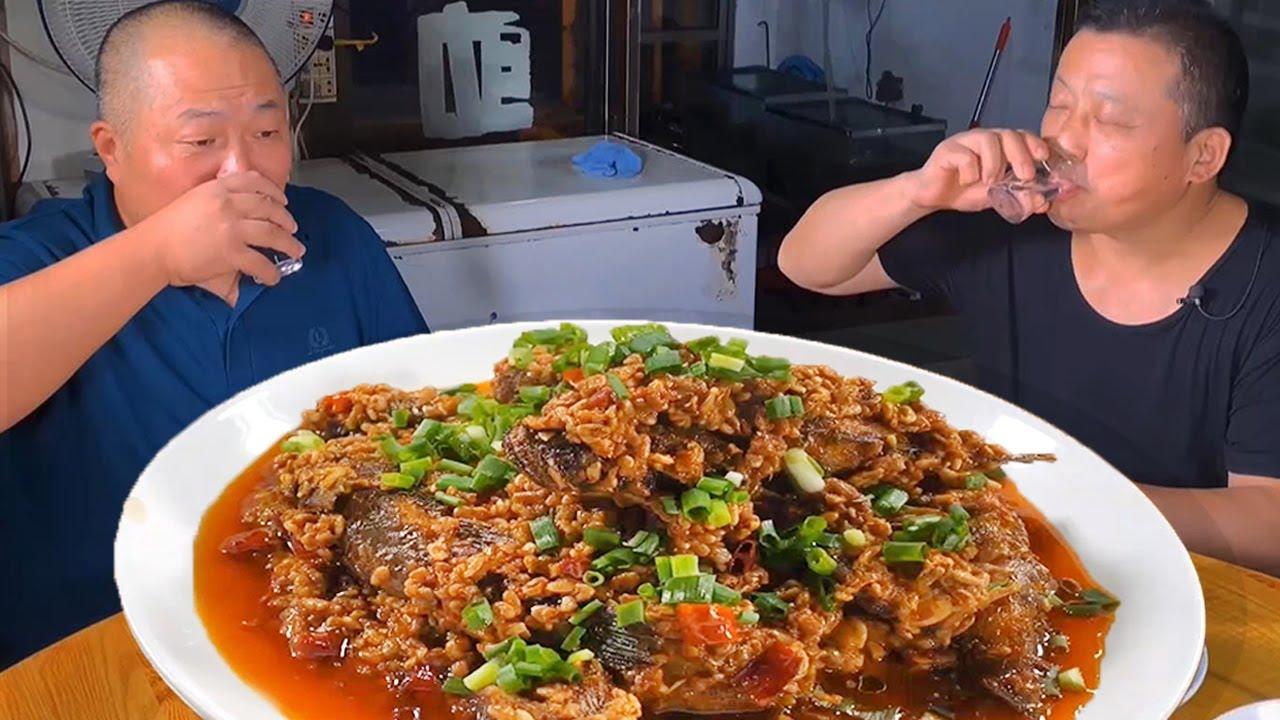 安徽古镇藏在深巷的30年土菜馆,特色炒牛肉丝,酒糟呆子鱼,惬意!【唐哥美食】