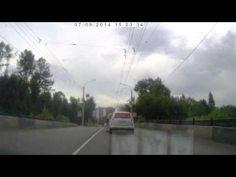 В Могилеве милиционера избили за рулем своего авто