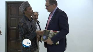 British High Commissioner visits Mosque in Malaysia