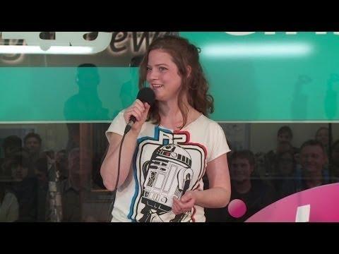 Partygirl Maike Greine bei NightWash live - YouTube