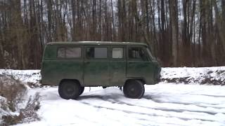 UAZ 452 on ice and snow with Land Rover fail :D