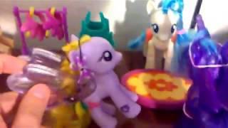 Мама купи мені поні. Поні в магазині.