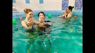 Разминка для грудничка в воде -Обучение плаванию в бассейне для детей (Курсы,Секция,занятия)