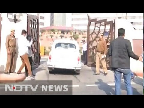Kejriwal's office raided by CBI; his office sealed, claims Delhi govt
