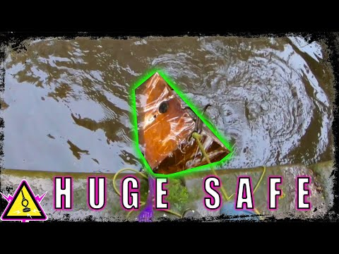 stolen-safe-found-magnet-fishing-manchester-canal