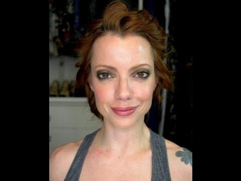 Julia Petit Passo a Passo Chartreuse e ondas Maquiagem