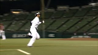 2回、秋山の犠牲フライで先制した埼玉西武は浅村のタイムリーで追加点を...