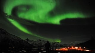 Northern Lights Soundtrack: 230 Feet Above Ground, Aurora Borealis Pops and Claps