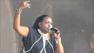 Angie Brown - Playing With Knives (Live)