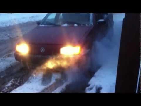 Volkswagen 16V B3 Passat Spin's Tires!