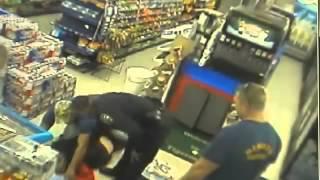 Пожарный завалил грабителя в магазине(Пожарный завалил грабителя в магазине Подпишись: https://www.youtube.com/channel/UCFiiZq1c8kMtz0nDxQPXuCQ., 2015-08-25T11:14:07.000Z)