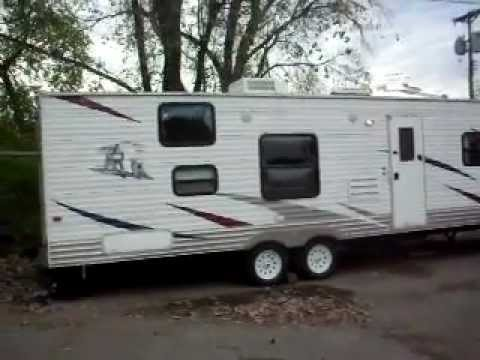 2008 Palomino Puma 28 Foot Slid Out With Rear Bunks