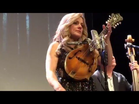 Rhonda Vincent in McKinney Texas 20160123