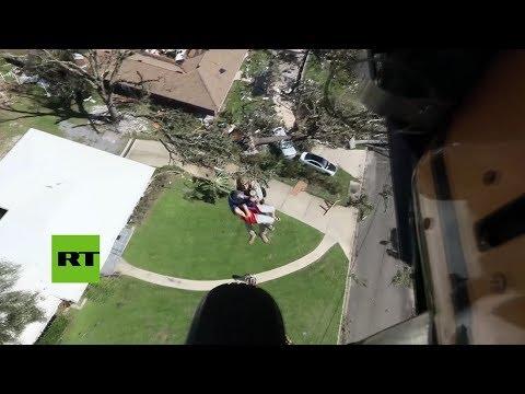 Rescatan a dos ancianos que quedaron atrapados tras el paso del huracán Michael por Florida