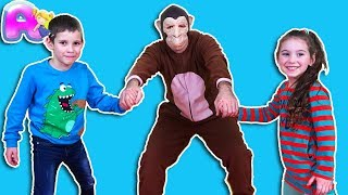 Anna and Victor play wiht funny monkey