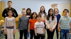 Äidinkieli on oikeuteni (suom.teks) – Pohjois-Hervannan koulun kurdinkielen luokka lausuu runon